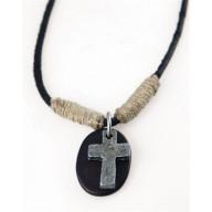 Krížik na koženej ovinutej šnúrke - náhrdelník (NH80)