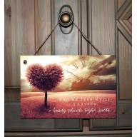 Tabuľka - Boh na teba myslí s láskou